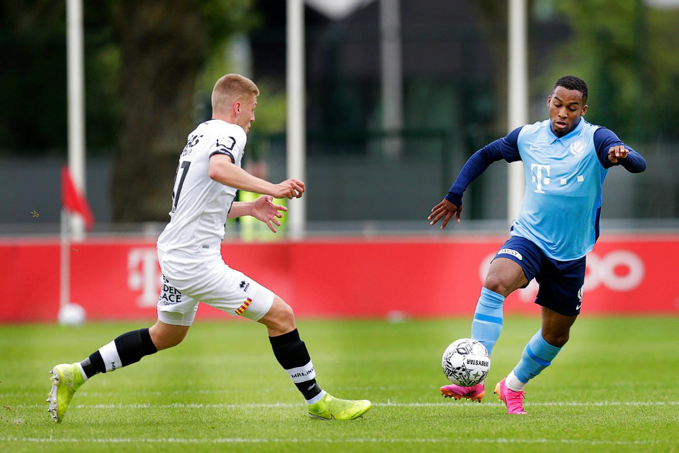 Quinten Timber (rechts) afgelopen woensdag in actie namens FC Utrecht tegen KV Mechelen.