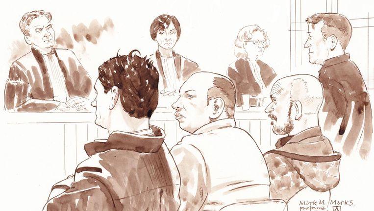 Rechtbanktekening met (vlnr) Mark M.'s advocaat Jan-Hein Kuipers, Mark M., Mark (Marcus) S. en diens advocaat Marcel Heuvelmans. Beeld null