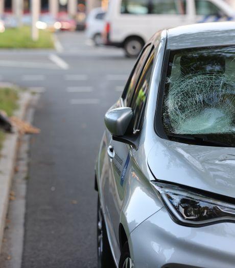 Fietser zwaargewond na aanrijding met auto op Voorhofdreef