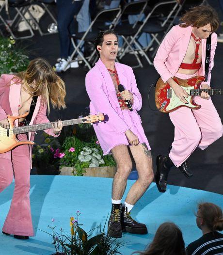 Måneskin maakt statement: mannelijke bandleden kussen tijdens optreden