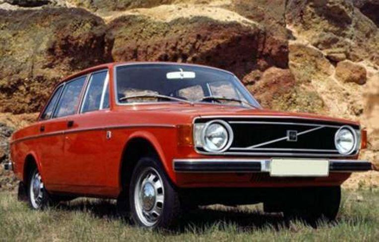 In februari werd uit het kanaal in Roeselare een identieke Volvo opgevist als die waarmee verdachte Gustaaf Vande Veire destijds verdween. Beeld UNKNOWN
