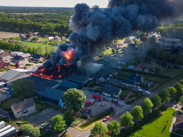 Rook en roet verspreidden zich bij de grote brand  bij Rhodos Wellness in Oldebroek.