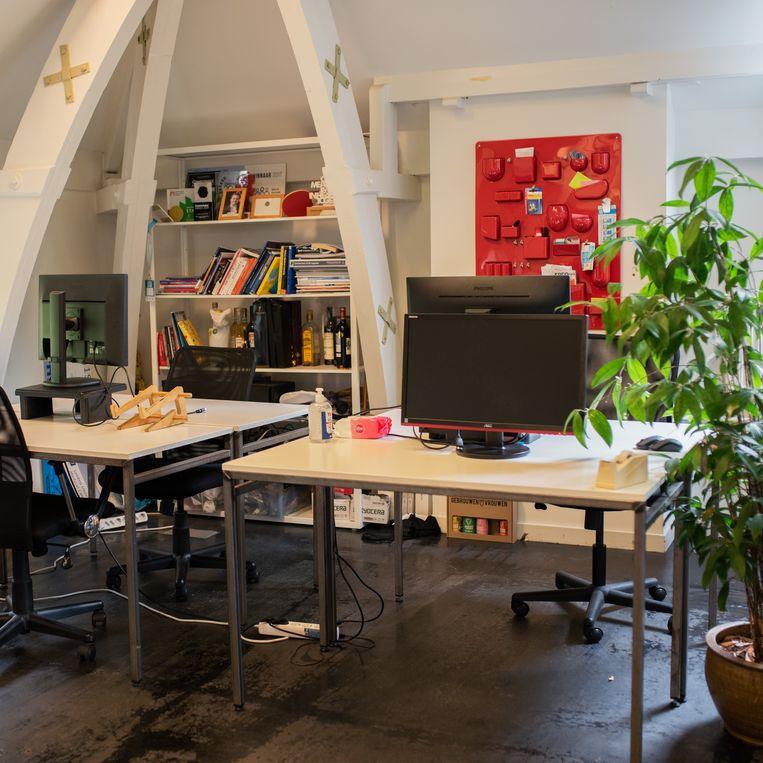 Een kijkje in het door corona lege kantoor van Pacmed. Beeld Sabine van Wechem