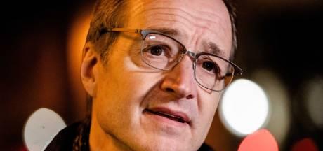 VVD-minister Eric Wiebes vertrekt per direct uit demissionair kabinet: 'Ik voel mij zwaar medeverantwoordelijk'