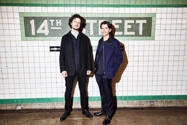 Uitgever Ernst-Jan Pfauth (links) en oprichter Rob Wijnberg. Beeld Amy Lombard