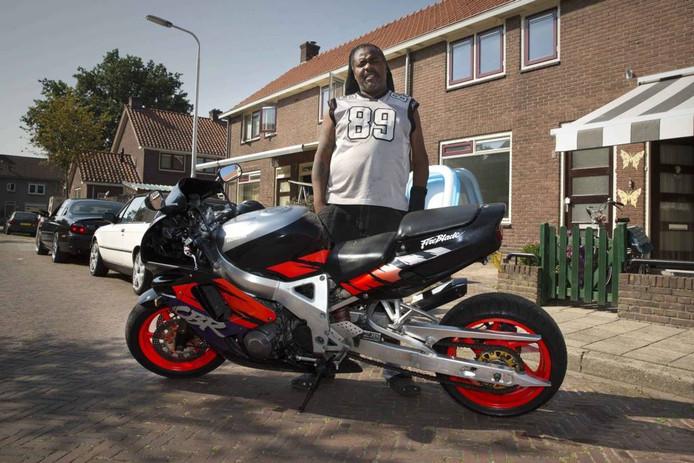 Elton Clementine met zijn motor.