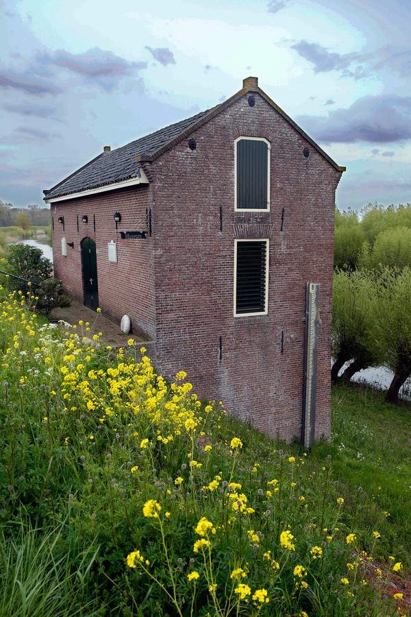 Polderdijkhuisje langs de Waaldijk.