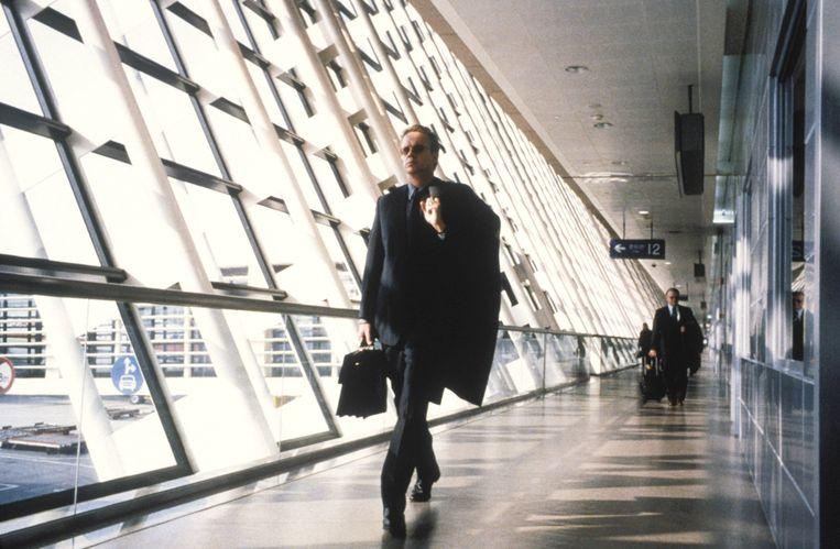 Inspecteur William Gold (Tim Robbins) volgt zijn hart in Code 46. Beeld Alamy Stock Photo