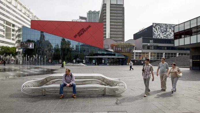 Het Spuiplein, waar het Spuiforum moet komen. Het Haagse gemeentebestuur probeert uit de impasse te komen nadat de leden van de PvdA zich vorige week tegen het cultuurpaleis van 181 miljoen euro keerden.