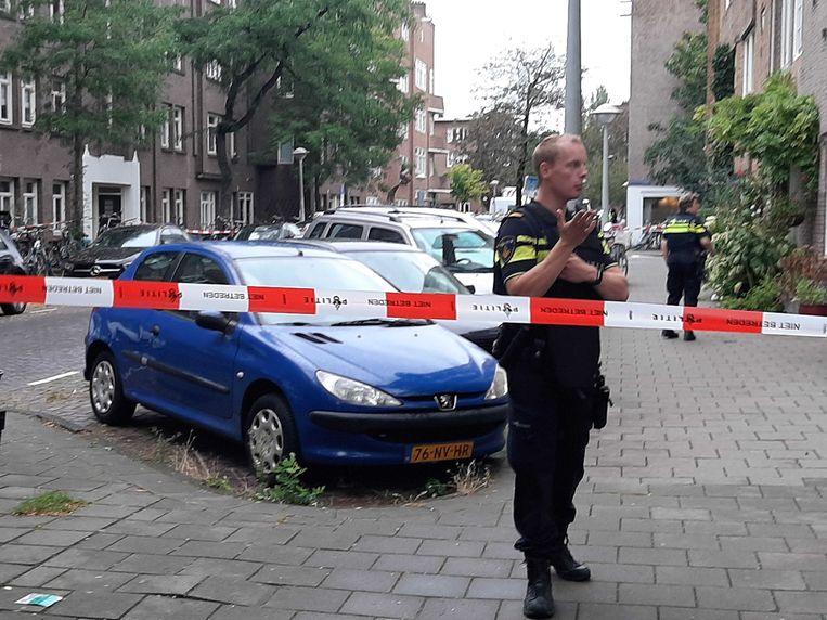 De Vechtstraat is afgezet voor onderzoek. Beeld Marc Kruyswijk.