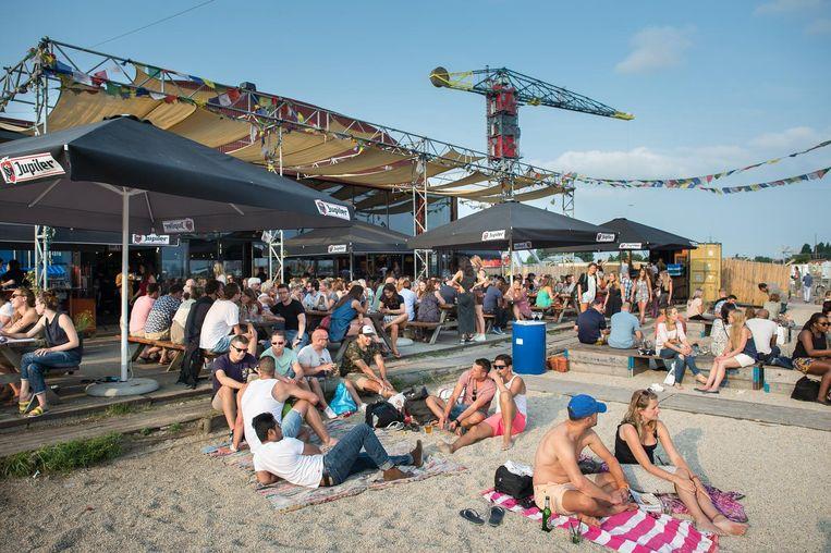 Imagine yourself in a heatwave on the IJ  Beeld Mats van Soolingen