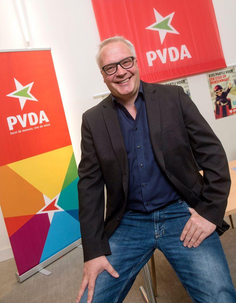 PVDA-voorzitter Peter Mertens trekt de Antwerpse lijst. Beeld Photo News