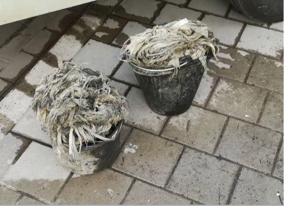 De vochtige doekjes die uit de rioolpomp werden gehaald aan de Muilaardstraat