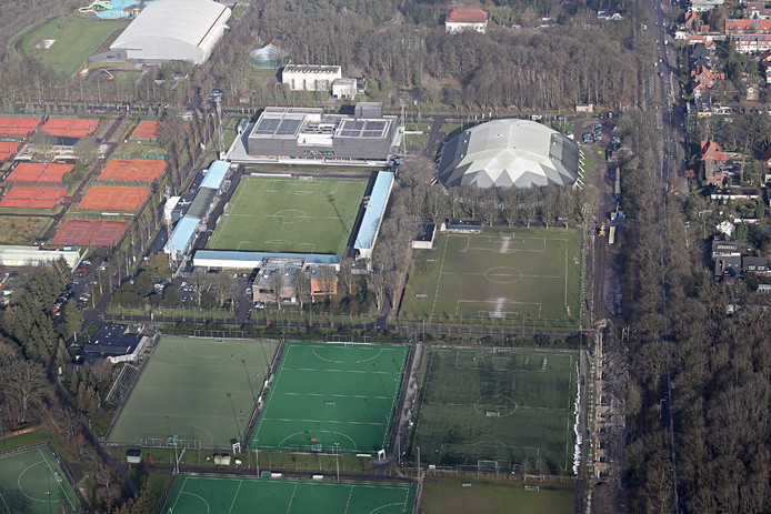 Het Jan Louwers Stadion in Genneper Parken. (archieffoto)