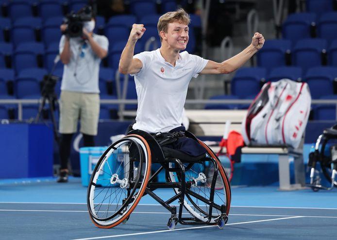 Niels Vink wint zijn tweede medaille op de Paralympics, brons in het enkelspel bij het quad-tennistoernooi.