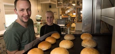 Binnen kijken in molen Radewijk taboe, maar stichting en bakkers zijn gastvrij