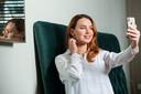 Onder 18 tot 25-jarigen is botox- en fillergebruik in tien jaar tijd met 258 procent gestegen. Demi van Beijnen begon op haar 19de.