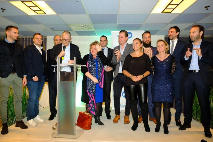 Alle Open Vld-verkozenen in de stad en de districten mochten mee het podium op.