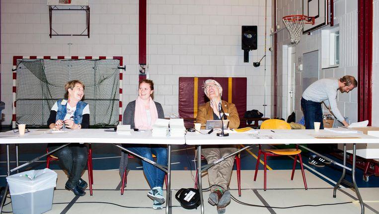 Stemlokaal in basisschool 'het Startpunt' in de Schilderswijk. Beeld null