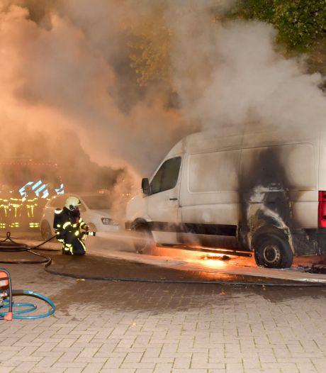 Golf aan autobranden in Tilburg: 'Niet duidelijk of het hier om één dader gaat'