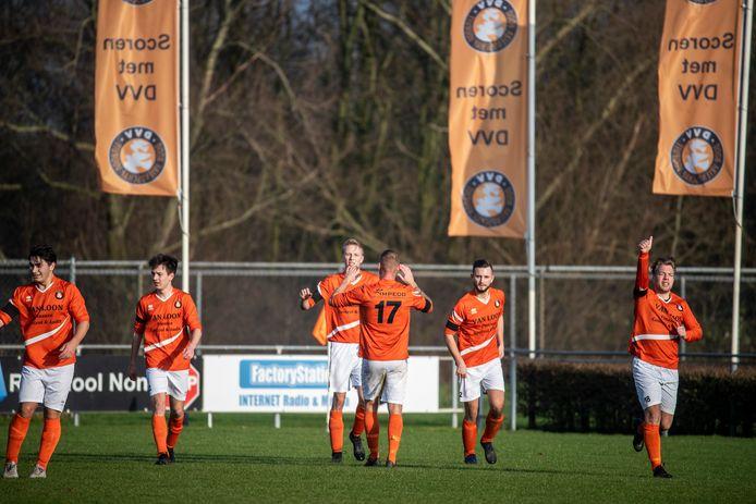 Voetballers van DVV op sportpark Horsterpark in Duiven.