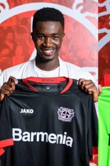 Bayer Leverkusen legt Abdul Sesay (16, ex Vitesse) vast met talenten Ajax en Feyenoord