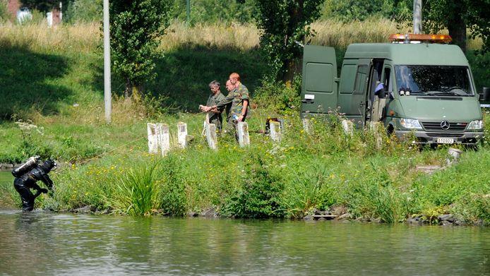 Nieuwe zoekactie in het kanaal Brussel-Charleroi in augustus 2010. Moustique hekelt het onderzoek van 1986.