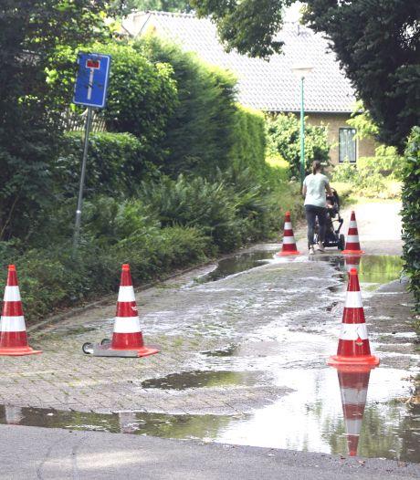 Groot waterlek zorgt voor verzakkingsgevaar in Bunschoten-Spakenburg