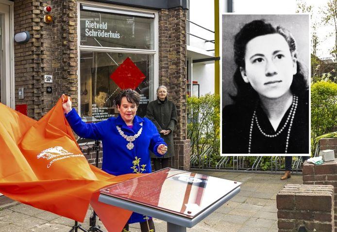 Vandaag, op haar honderdste geboortedag, is bij het geboortehuis van Truus van Lier een plaquette onthuld.