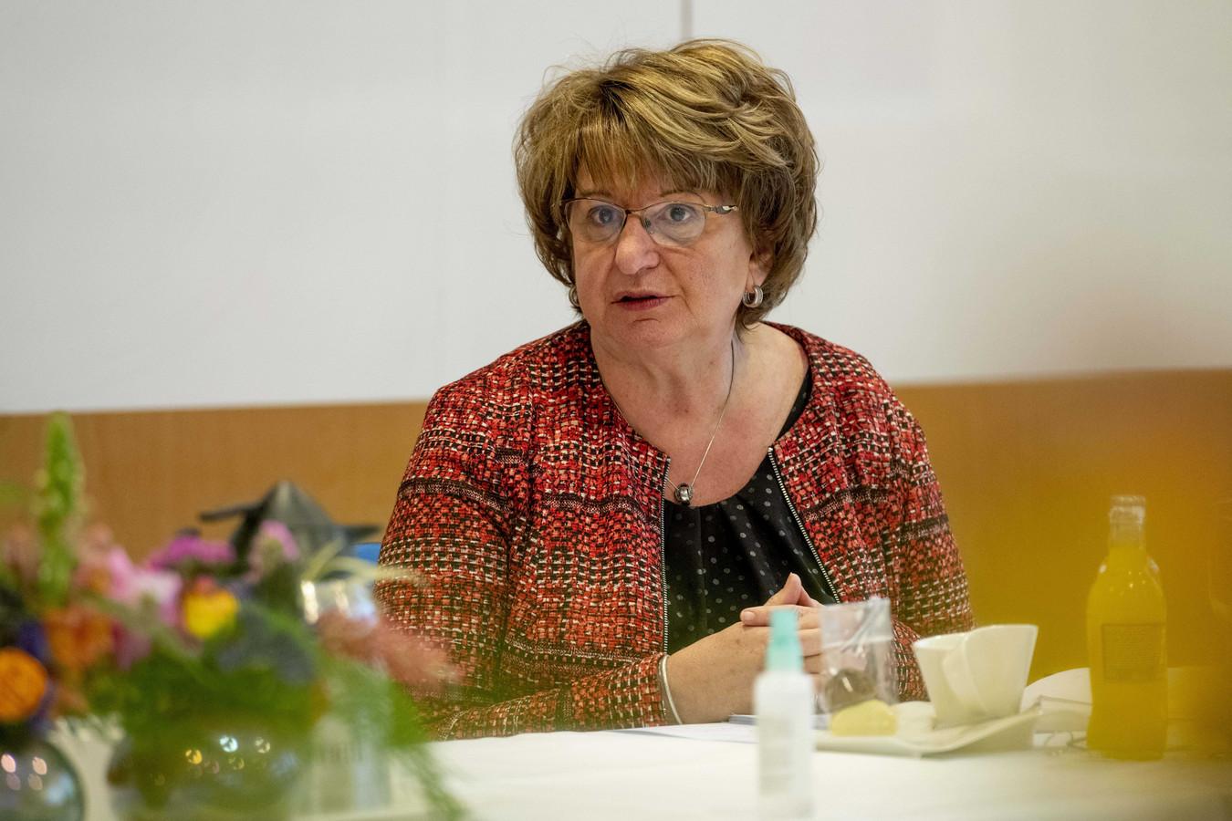SER- voorzitter Mariëtte Hamer tijdens een werkbezoek van koningin Máxima.