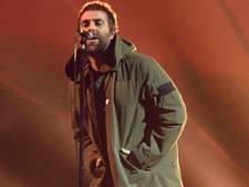 Oasis-zanger brengt emotioneel eerbetoon aan slachtoffers Manchester