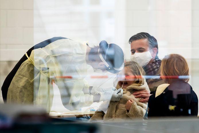 Basisschool Olfa Elsdonk in Edegem test leerlingen massaal op Britse variant van het coronavirus.