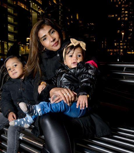 Den Haag om tafel met ontslagen moeder die thuis borstvoeding gaf