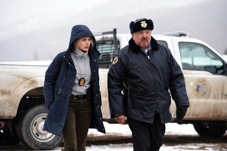 Elizabeth Olsen en Graham Greene in Wind River van Taylor Sheridan Beeld