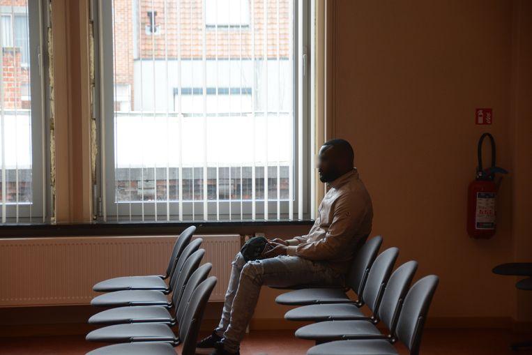 A.C. zat vijf maanden in voorarrest maar woonde de zitting gisteren bij als vrij man.