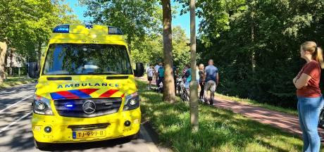 Man onder invloed valt in het water in Nijkerk en wordt gered door omstanders