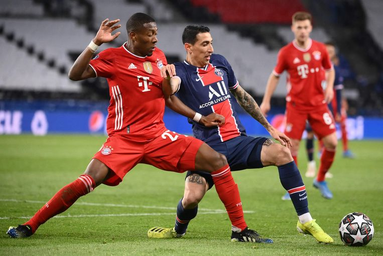 Bayern München verdediger David Alaba (L), vecht voor de bal met de Argentijnse middenvelder Angel Di Maria (R) van Paris Saint-Germain tijdens de UEFA Champions League kwartfinale in Parijs. Beeld AFP