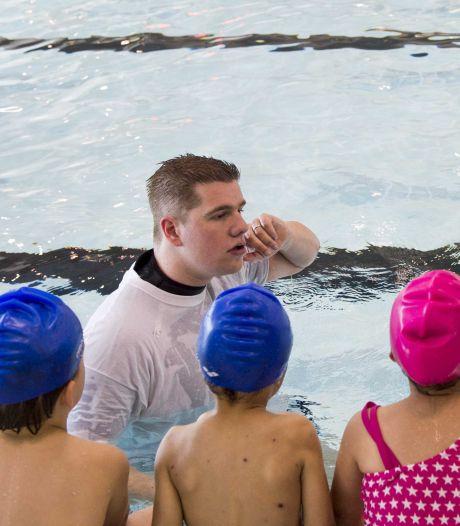 Wachttijden bij zwembaden lopen in rap tempo op, veel 5-jarigen moeten zonder zwemles de zomer in