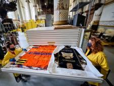 Medewerkers Stedelijk Museum Schiedam nemen 5500 objecten onder de loep: 'Het ligt hier vol met schatten'