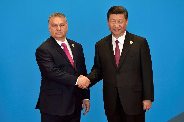 De Hongaarse premier Viktor Orbán en de Chinese president Xi Jinping in mei 2017. Beeld Reuters