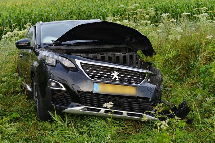 De automobilist raakte gewond bij het ongeluk.