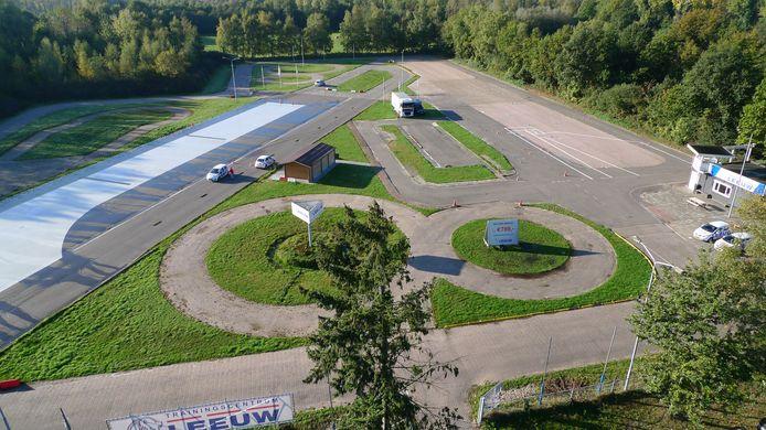 Het terrein van Verkeersschool Leeuw gezien vanaf de Boutenslaan. Op de achtergrond de Genneper Parken. De rijschool moet wijken voor de uitbreiding van Vonk. Ongeveer de helft van het terrein wordt dan weer natuur.