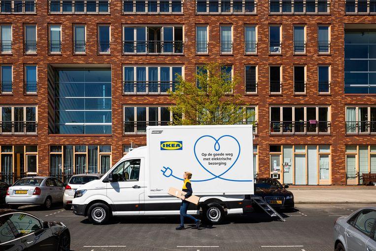Ikea gaat in Amsterdam elektrische bussen inzetten, ook voor de grotere pakketten. Beeld Ikea