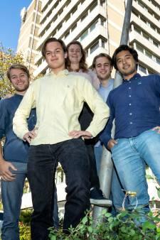 Delftse studenten in strijd tegen kamernood: leegstaande panden verbouwd tot huisvesting