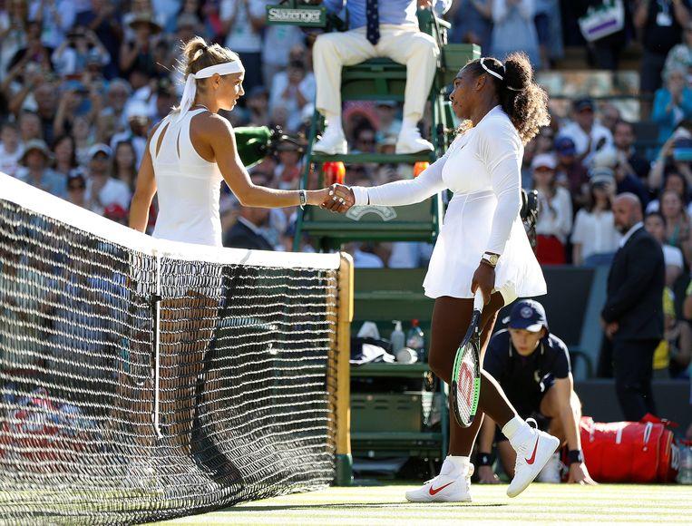 Serena Williams speelt op Wimbledon tegen de Nederlandse tennisster Arantxa Rus. Beeld REUTERS