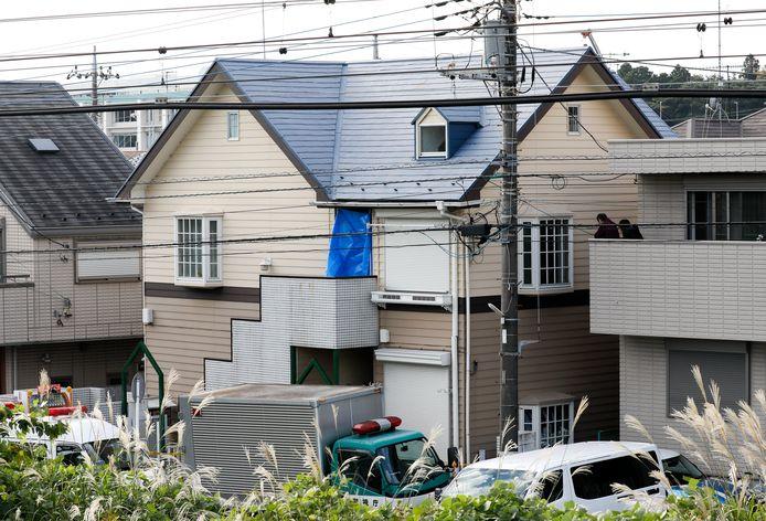 Volgens de buren woonde de verdachte pas twee maanden in het appartement. De laatste tijd roken zij een penetrante geur maar zij sloegen geen alarm.