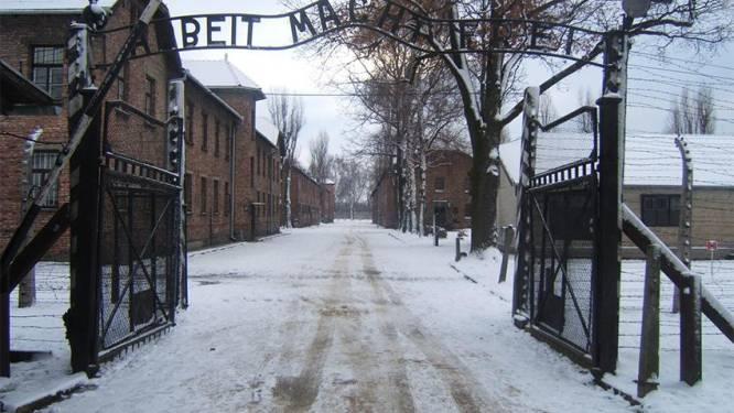 """""""De laatste douche wacht op jou"""": 'Auschwitz-spel' krijgt zware kritiek"""