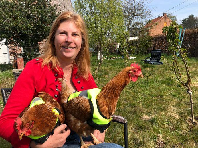 Ann (53) met Pieper en Belle op haar schoot.