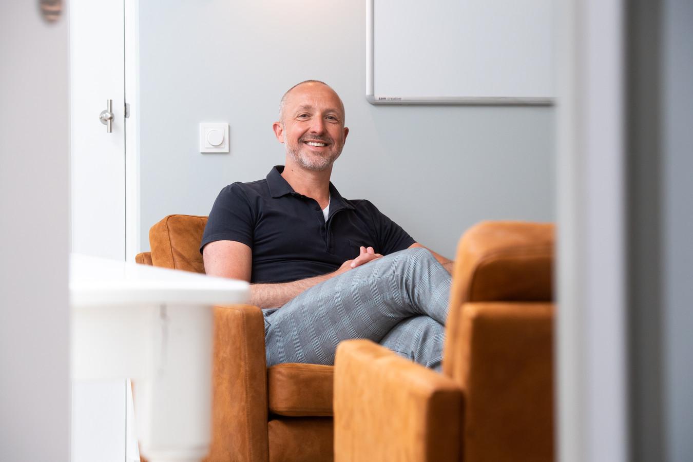 """Kees Coremans is GZ-psycholoog in Breda: ,,Onze maatschappij bestaat uit extreme mogelijkheden. Er is continu een kans om te vluchten in bijvoorbeeld sociale media, televisie of horeca. Deze lockdown biedt een kans om bewuster te ervaren wat meer rust met je doet."""""""