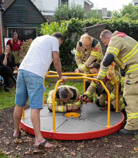 Cavia komt vast te zitten in speeltoestel; brandweer demonteert mini-draaimolen